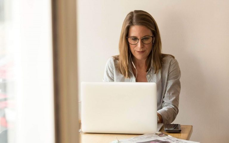 rsz_adult-businesswoman-connection-1251828 (1)